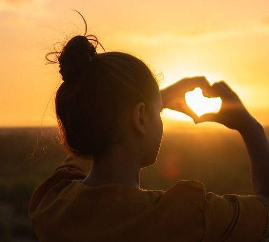 Lebemensch-Angebot-für-Private-Retreats-Hand-Herz