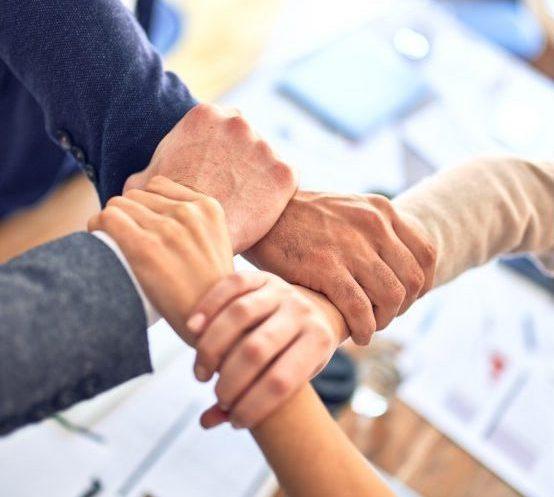 Lebemensch-Angebot-fuer-Unternehmen-Team-Zusammenhalt-Hände